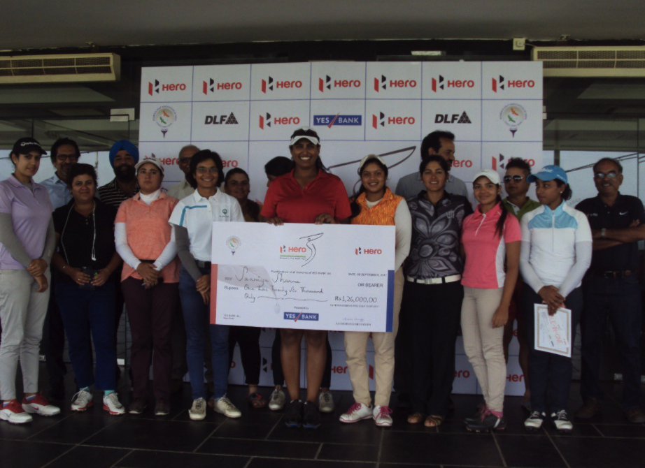 Saaniya Sharma with the winner's cheque in Hyderabad